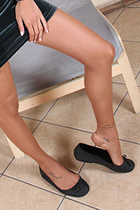Free picture of a girl wearing ballet flats from BalletFlatsFetish.com - nylonfeetlove-daniela-vestitovelluto01-06