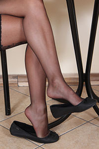 Free picture of a girl wearing ballet flats from BalletFlatsFetish.com - nylonfeetlove-dollyc-ballerine01-04