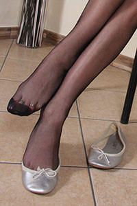 Free picture of a girl wearing ballet flats from BalletFlatsFetish.com - nylonfeetlove-layla-ballerine01-07