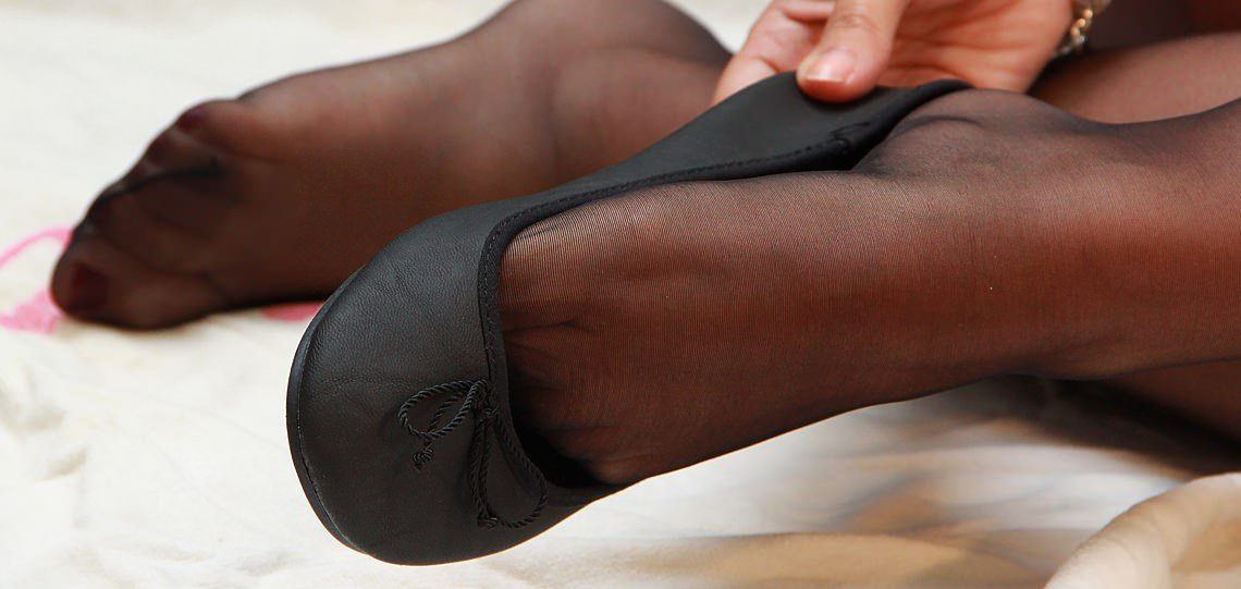Picture of a girl wearing ballet flats - Ballet Flats Fetish - BalletFlatsFetish.com
